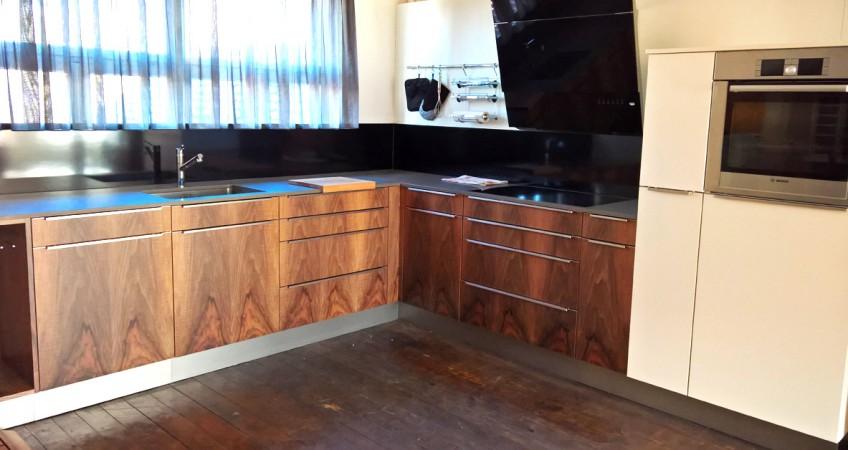 Erneuerung Küchenfronten: Nussbaum Echtholzfurnier